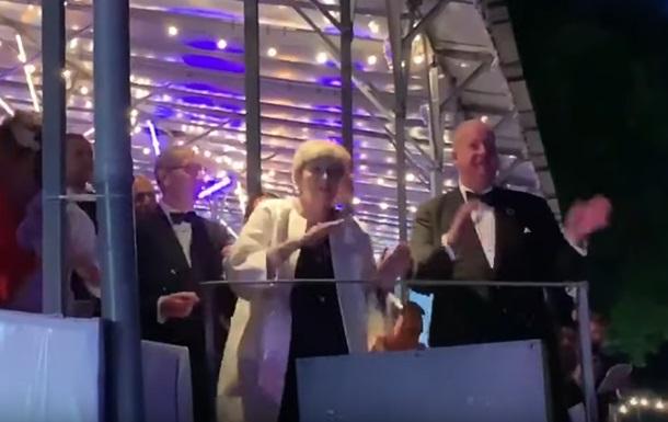 Прем єрка Мей завершує кар єру в танці під ABBA