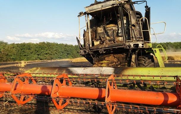 На поле в Харьковской области сгорел комбайн