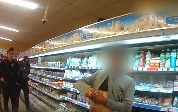 У супермаркеті в Сумах чоловік спробував розпороти собі живіт