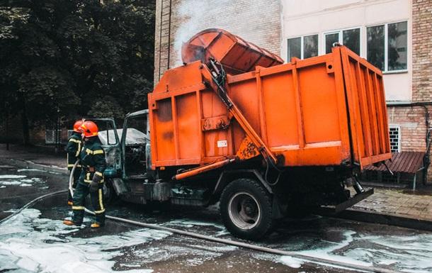 У Києві загорівся сміттєвоз