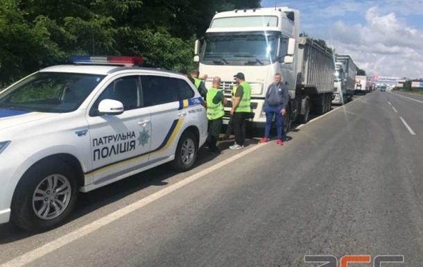 Въезды в Черновцы перекрыли для грузовиков