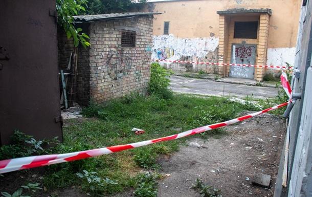 У Києві жінка народила у дворі багатоповерхівки і пішла