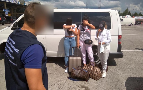 На кордоні з Польщею затримали бельгійця, що прагнув продати трьох українок