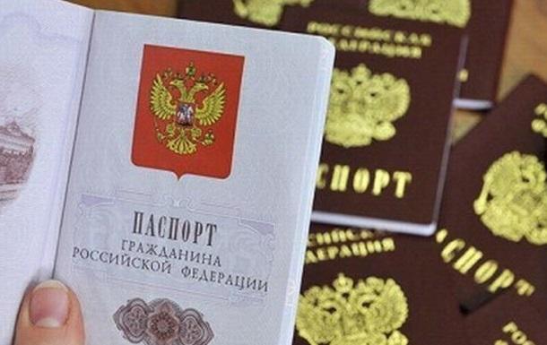 Жители неподконтрольного Донбасса с паспортами РФ могут ехать за границу
