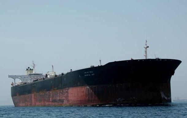 Іран відбуксирував поламаний танкер з ОАЕ в свої води