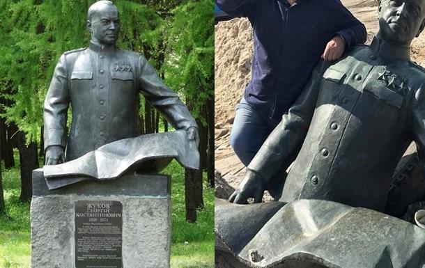 У Київській області демонтували бюст Жукова