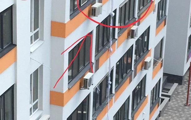 Под Киевом мужчина разбился, спускаясь на простынях с пятого этажа