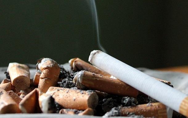 Сосед необычно проучил курильщика, выбрасывающего бычки в клумбу