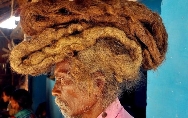 Индус отращивал и не мыл волосы 40 лет