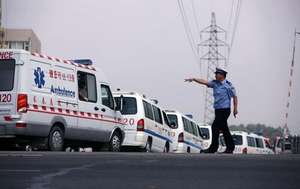 В Китае обрушился кран на мосту, есть погибшие