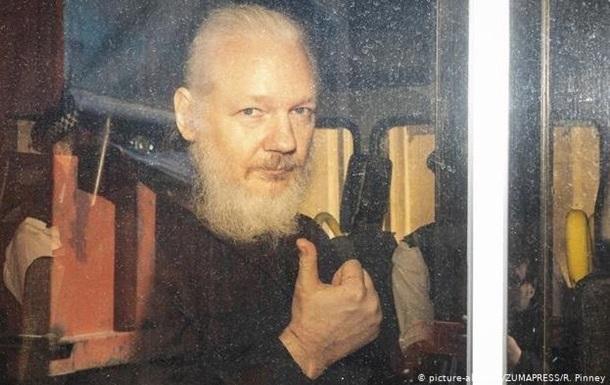 Ассанж відмовився оскаржувати тюремний термін у Британії