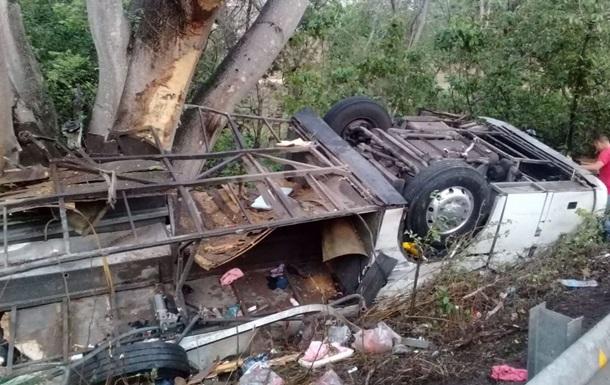 В аварии с экскурсионным автобусом в Мексике погибли 15 человек