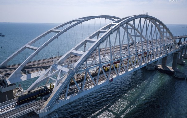 На Кримському мосту закінчили укладати рейки