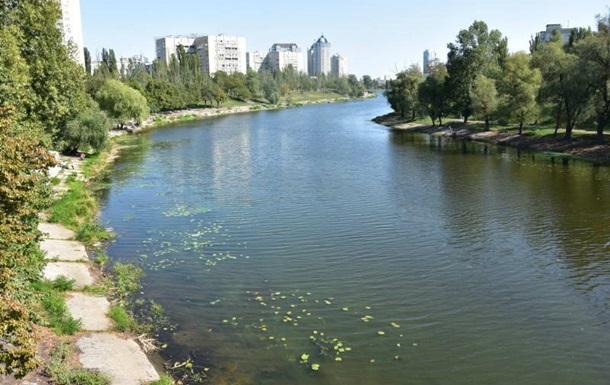 Из Русановского канала в Киеве достали тело мужчины