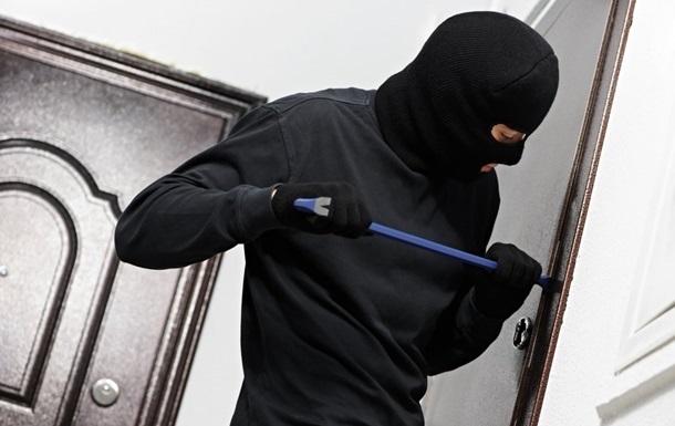 Злодії пограбували квартиру і вилізли у вікно прямо до поліцейських
