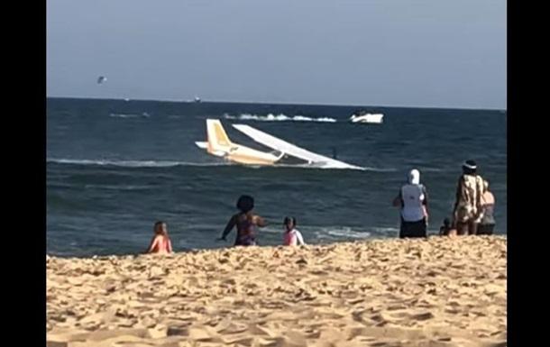У США літак здійснив аварійну посадку в океані