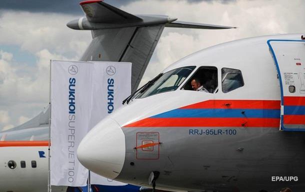 У Sukhoi Superjet 100 в полете треснуло стекло
