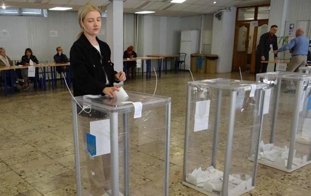 В Україні почали роботу всі виборчі дільниці