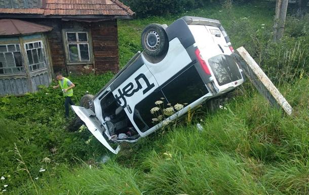 На Львовщине микроавтобус сбил женщину с дочерьми