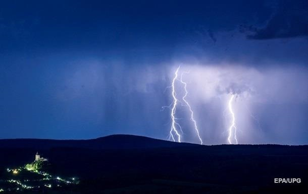 In the US, eight people were struck by lightning.