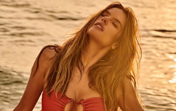 Алессандра Амбросио снялась обнаженной для Vogue