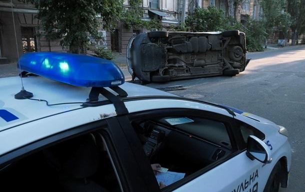 В Херсоне микроавтобус с бюллетенями попал в ДТП