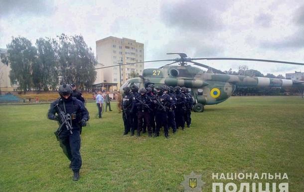 На один из округов направили вертолет со спецназом