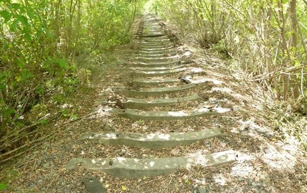 Житель Сумской области разобрал железную дорогу на металлолом