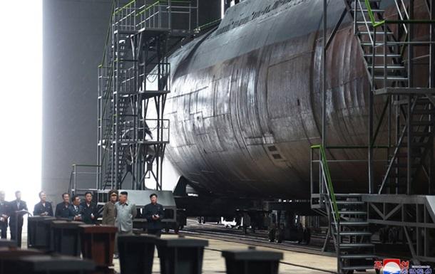 Кім Чен Ин оглянув новий підводний човен
