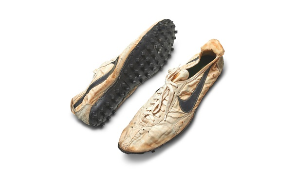 Пару кроссовок Nike продали на аукционе почти за $440 тысяч