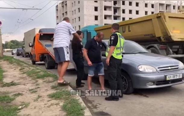 В Харькове пьяный водитель уснул на светофоре