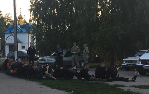 На Харьковщине 46 человек пытались захватить сельхозпредприятие