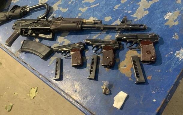 На Львовщине задержали француза с автоматом и пистолетами