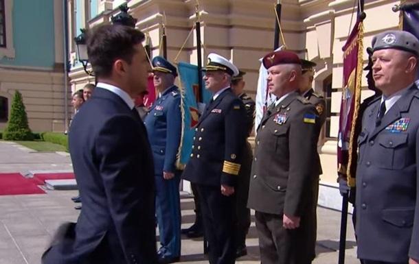 Генерал пояснив, чому не віддав честь Зеленському