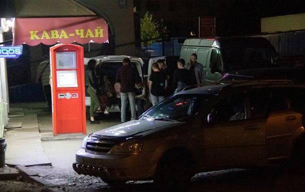 В Киеве окровавленный мужчина стрелял по толпе