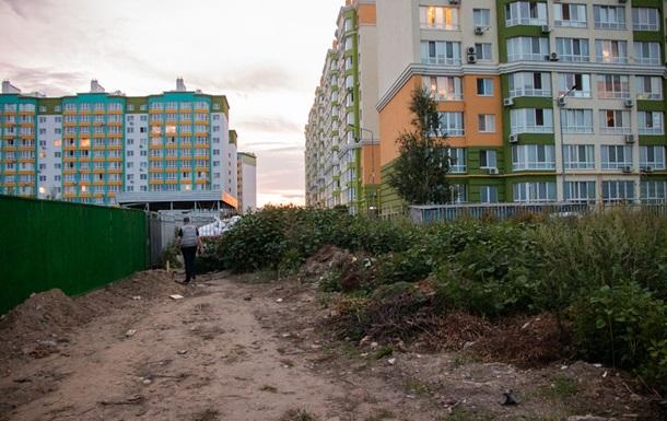 Под Киевом девушка подорвалась на гранате и окровавленная ползла к людям