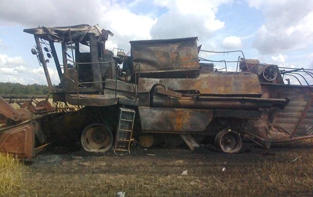 В Житомирской области во время сбора урожая загорелся комбайн