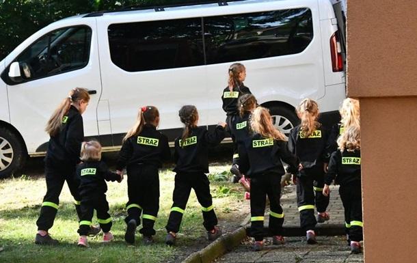 В поселке в Польше 9 лет рождались девочки: объявили награду за мальчика