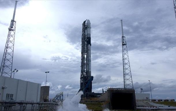 Космический грузовик Dragon отправился к МКС