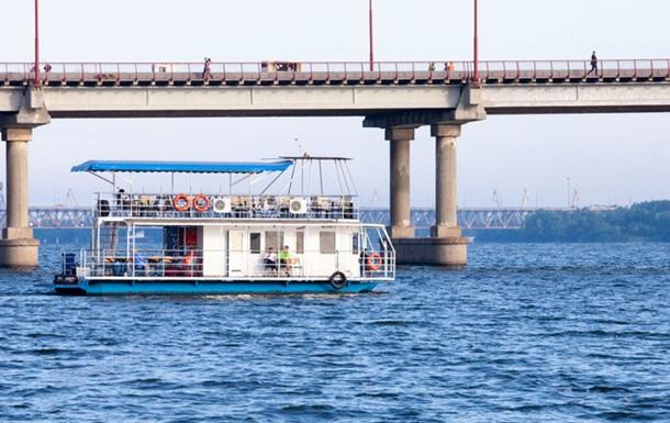 В Днепре запустили водные такси из-за перекрытого моста