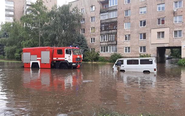 Сильный ливень затопил Ровно