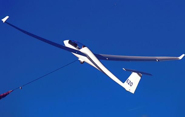В небе над Канадой столкнулись самолет и планер