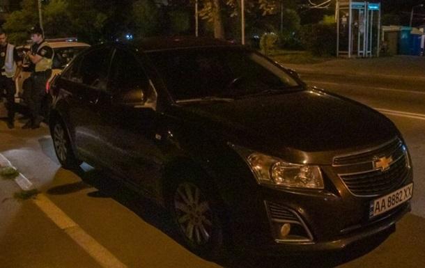 В Киеве пьяный прокурор скрывался от полиции в кустах
