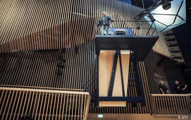 У Латвії представили найбільший у світі рояль