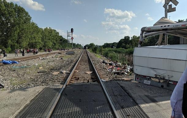 Пассажирский поезд протаранил автомобиль в США