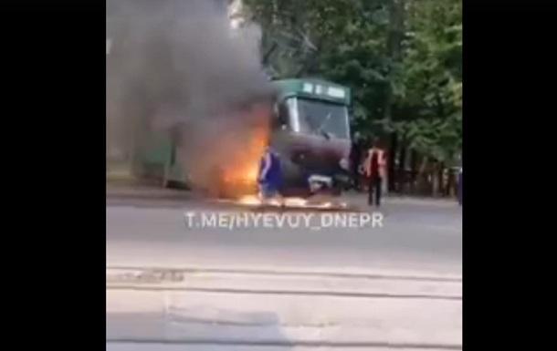 В Днепре на ходу загорелся трамвай с пассажирами