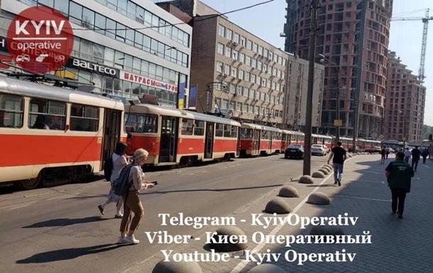 ДТП в Киеве заблокировало движение трамваев
