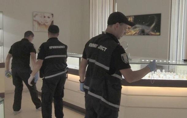 Неудачное ограбление  ювелирки  в Киеве попало на видео