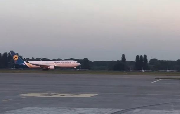 У Борисполі екстрено сів Boeing з українськими туристами