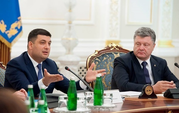 Порошенко заявил о политическом самоубийстве Гройсмана